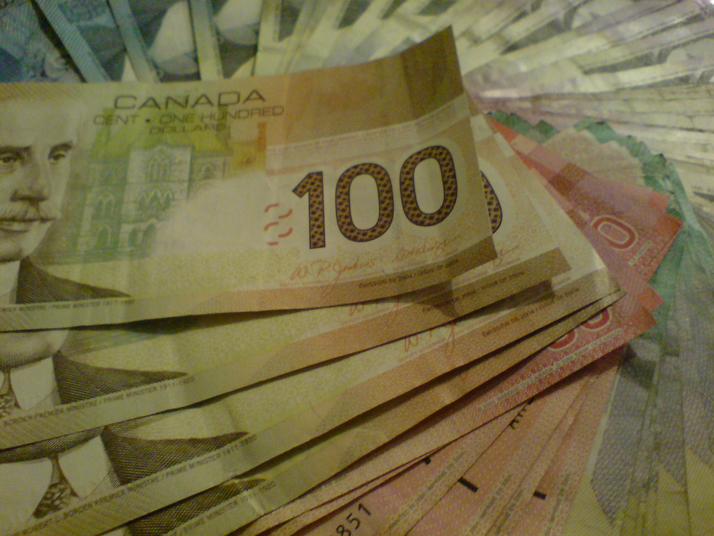 canadian bills spread out